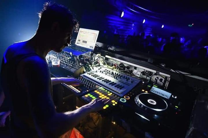 Michel Lauriola live